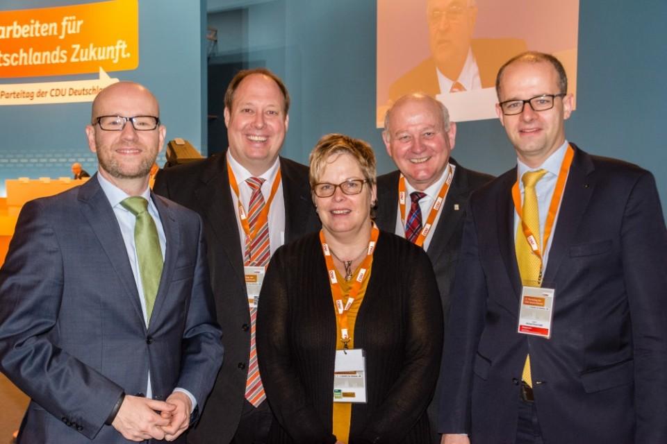Die CDU im Vogelsbergkreis mit ihren Abgeordneten im Bundestag (von links) Dr. Peter Tauber, Prof. Dr. Helge Braun und Michael Brand (rechts) und Landtagsabgeordnetem Kurt Wiegel (2.v.r.) sowie CDU-Kreisgeschäftsführerin Iris Schmidt