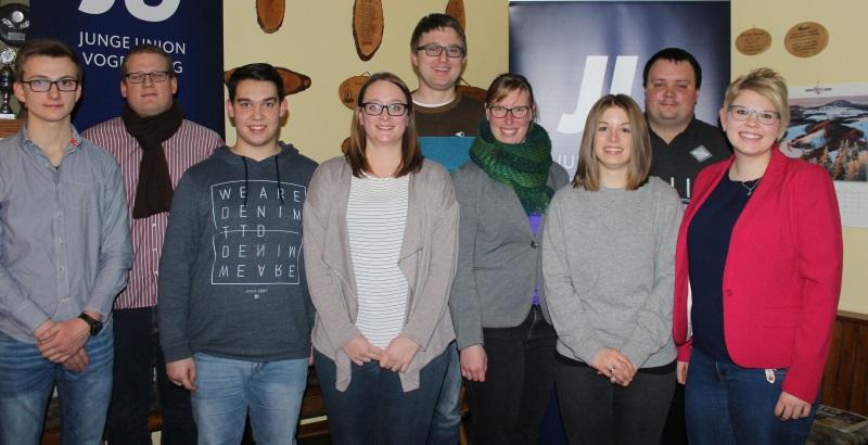 Der neue JU-Kreisvoirstand mit Kiresvorsitzender Jennifer Gießler (rechts)