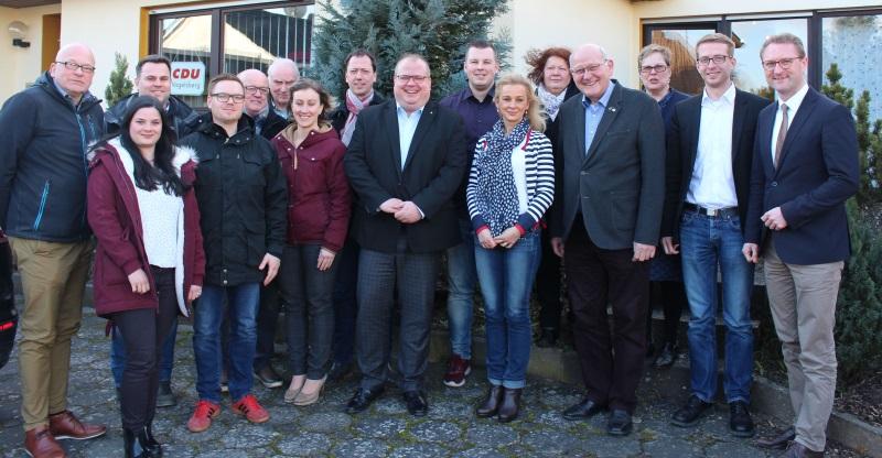 Neumitgliedertreffen bei der Vogelsberger CDU in Alsfeld mit Kreisvorsitzendem Dr. Jens Mischak, Landtagskandidat Michael Ruhl, Kreisgeschäftsführerin Iris Schmidt und Kurt Wiegel MdL (von rechts)