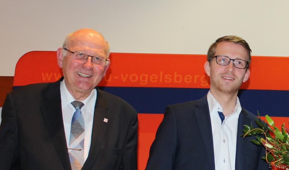 Kurt Wiegel (links) und Michael Ruhl freuen sich über die Kindergartengebührenbefreiung