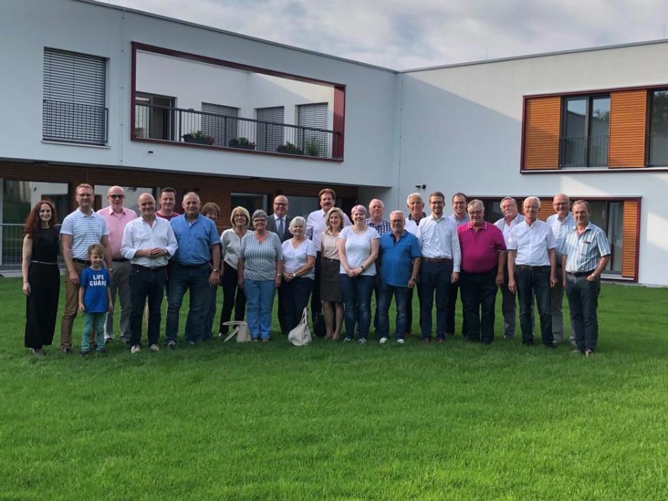 """Die Mitglieder der CDU-Kreistagsfraktion besuchten das neue """"Hilfen unter einem Dach/ HueD"""" auf dem Gelände der alten Stadtgärtnerei Lauterbach."""