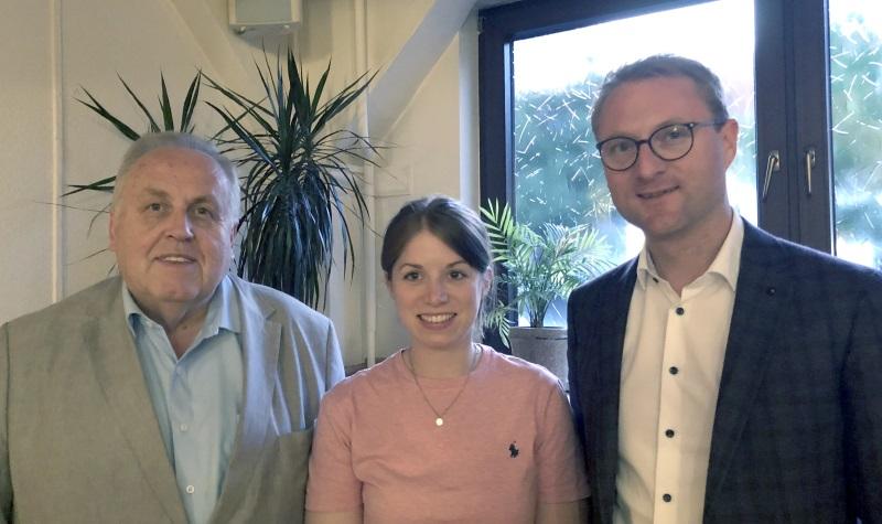 Kandidieren für den CDU-Bezirksvorstand Osthessen: Dr. Hans Heuser (Mücke, links) und Laura Refflinghaus (Alsfeld), hier mit Kreisvorsitzendem Dr. Jens Mischak (rechts). Nicht auf dem Bild: Vorstandskandidat Gunter Sachs (Lauterbach).