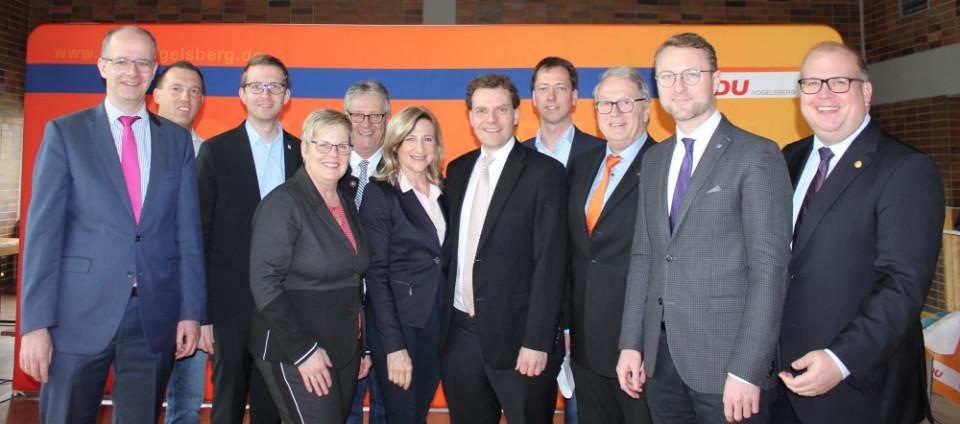 Die Spitze der Vogelsberger CDU mit dem wiedergewählten Kreisvorsitzenden Dr. Jens Mischak (2.v.r.), Kreistagsfraktionschef Stephan Paule (rechts), Bundestagsabgeordnetem Michael Brand (links) sowie Landtagsabgeordnetem Michael Ruhl (3.v.l.)