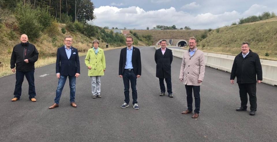 Die CDU-Kommunalpolitiker auf der A 49-Baustelle bei Schwalmstadt mit Dr. Jens Msichak, Dietmar Krist und Michael Ruhl (ab 2.v.r.)