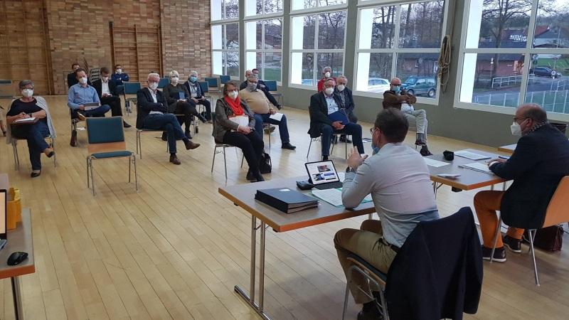 Konstituierende Sitzung unter Corona-Hygienebedingungen: Die neue CDU-Kreistagsfraktion mit Kreisvorsitzendem Dr. Jens Mischak (im Vordergrund links) und dem wiedergewählten Fraktionsvorsitzenden Stephan Paule (im Vordergrund rechts).